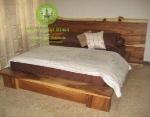 Dipan tempat tidur kayu trembesi meh