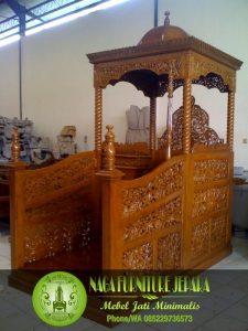 Mimbar Masjid Atap Kubah Minimalis Podium Ukir Kaligrafi