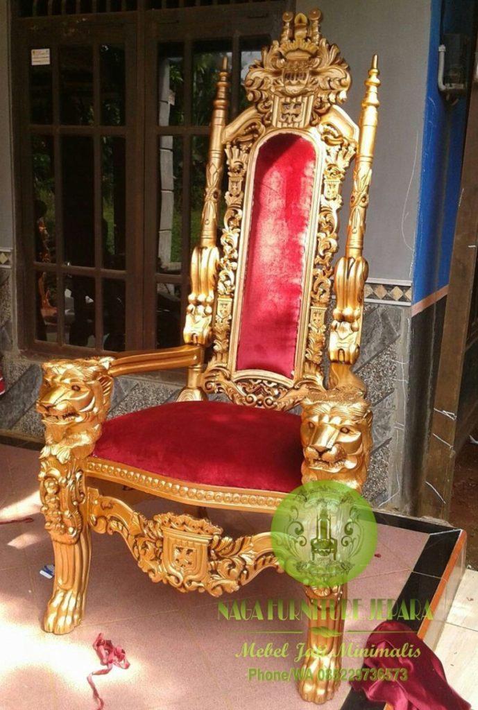 kursi raja jati emas ukir patung singa jok merah