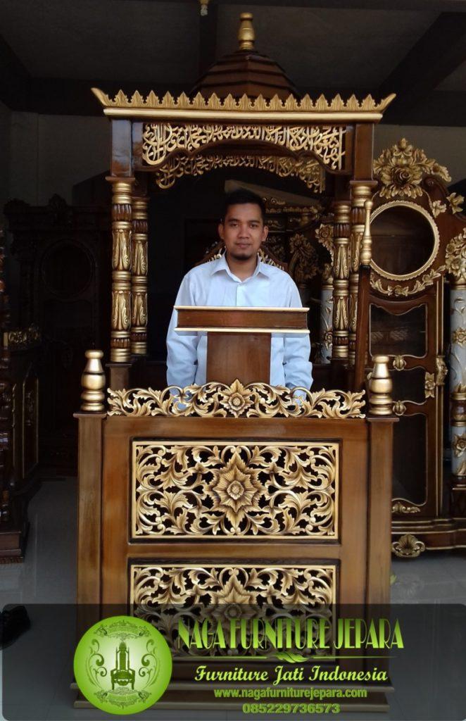 Mimbar podium ukir bunga kaligrafi arab sunnah rasul