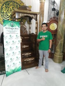 foto pemilik naga furniture jepara mimbar masjid